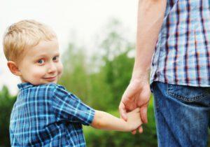 Добровольное установление отцовства в 2019 году: признание, документы, процедура