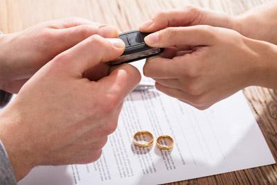 Как делится машина при разводе если собственник муж в 2019 году?