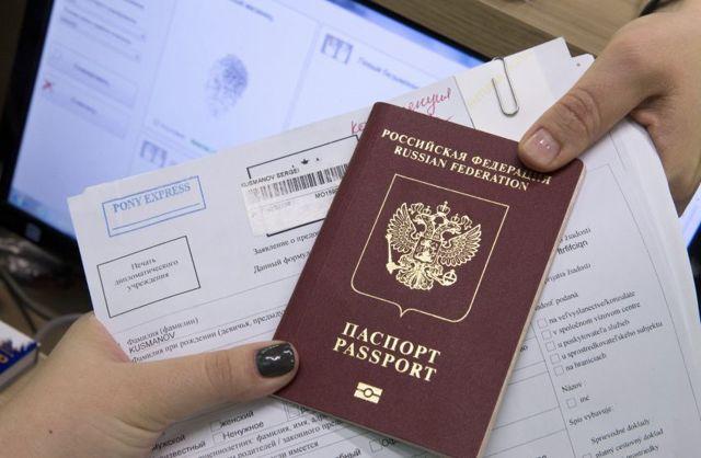 Нужно ли менять загранпаспорт при смене фамилии после замужества в 2019 году?