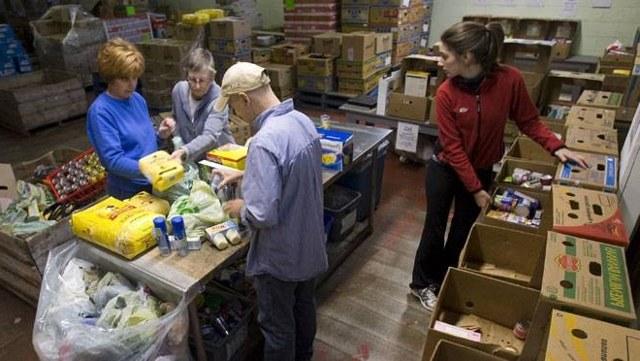 Социальная помощь малообеспеченным семьям в 2019 году: какая положена? Как получить?