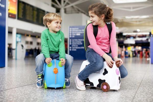 Как вписать ребенка в загранпаспорт родителей в 2019 году: документы, можно ли?