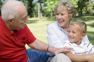 Можно ли прописать ребенка к бабушке без родителей в 2019 году?