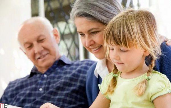 Доплата к пенсии за детей рожденных до 1990 года: кому положена, документы