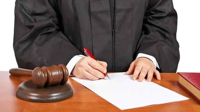 Имеют ли право судебные приставы арестовывать детское пособие в 2019 году?