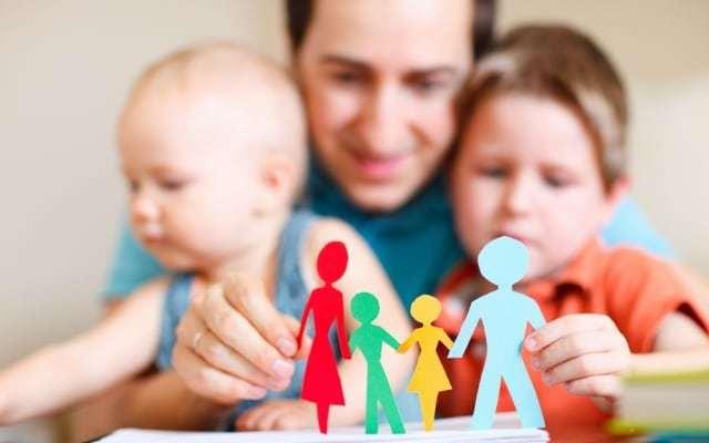 Приемная семья: выплаты в 2019 году, пособия и льготы за ребенка