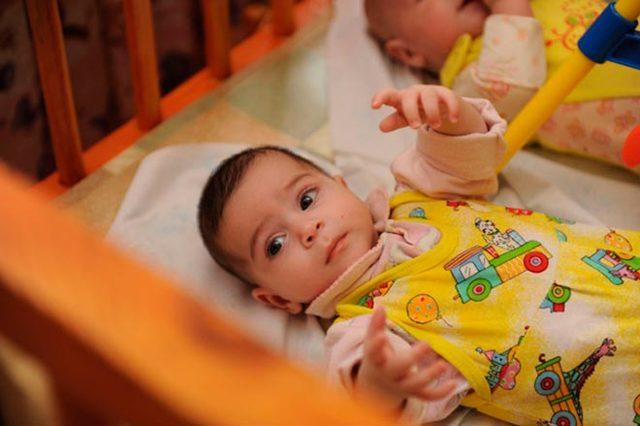 Как усыновить ребенка из дома малютки в 2019 году: документы, что нужно?