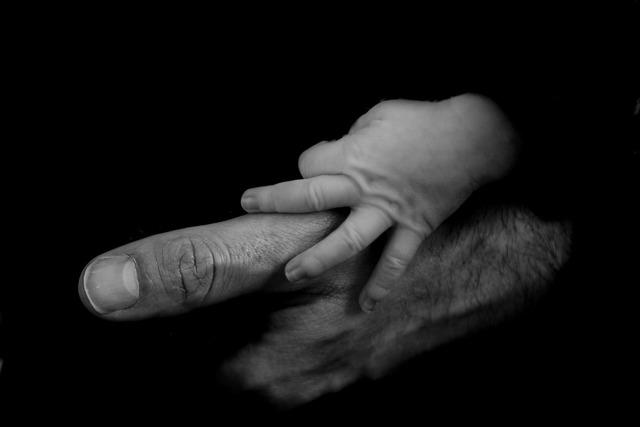 Лишение отцовства в одностороннем порядке в 2019 году: как лишить бывшего мужа?