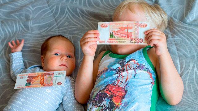 Путинские выплаты до 3 лет на первого и второго ребенка: кому положены и размер пособия в 2021 году