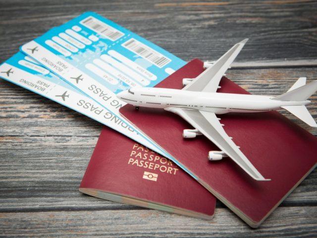 Льготные авиабилеты для пенсионеров на 2021 год, скидки и субсидии