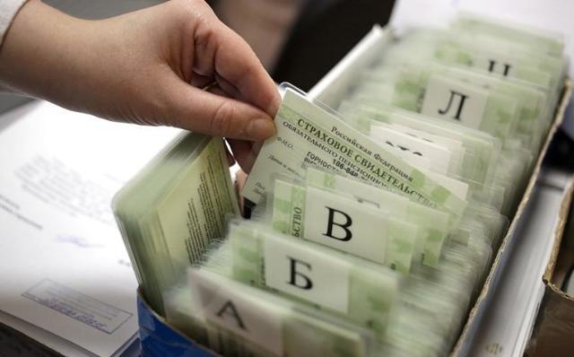 Где получить СНИЛС: в МФЦ, Пенсионном фонде или онлайн через Госуслуги?